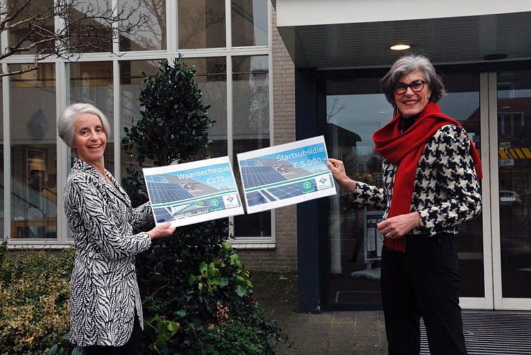 Cheque voor lokale energiecoöperatie 'Zon op Teylingen'